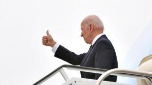 El presidente estadounidense, Joe Biden, embarca a bordo del Air Force One en Tulsa, en Oklahoma, el 1 de junio de 2021