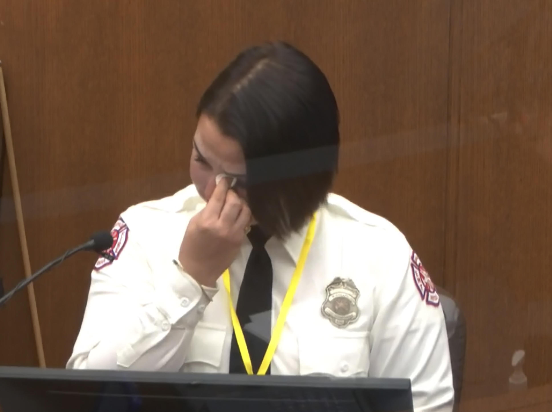 bà Geniève Hansen, nhân viên cứu hỏa, làm chứng tại phiên tòa xét xử  cảnh sát  Derek Chauvin, bị tố cáo sát hại George Floyd. Ảnh ngày 30/03/2021.