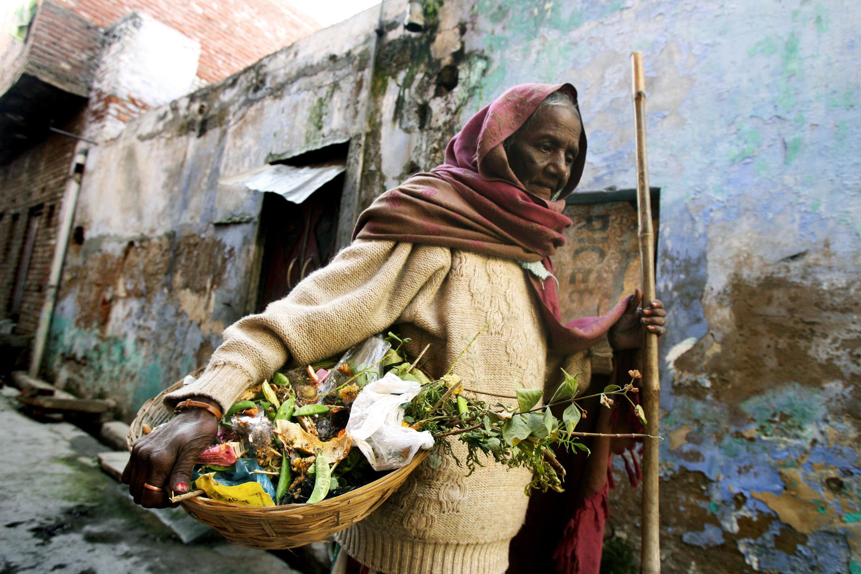 Une des fonctions ancestrales, réservée aux basses castes, était notamment le ramassage des excréments et des déchets.