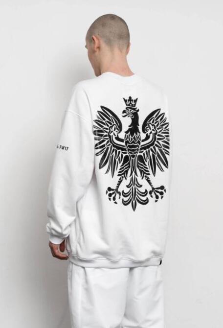 Sur ce sweat UEG, un aigle noir, négatif parfait de l'aigle blanc, symbole des nationalistes polonais.