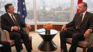 De g. à d. : José-Manuel Barroso et le Premier ministre turc Recep Tayyip Erdogan, lors du Sommet du G20. Séoul, 11 novembre 2010.