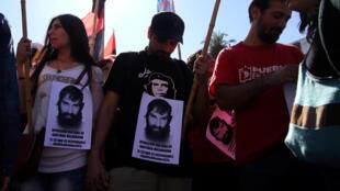 Depuis la découverte du corps de Santiago Maldonado mardi, les Argentins tiennent des rassemblements à Buenos Aires pour connaître la vérité sur la mort du jeune activiste.