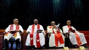 Des membres du Conseil des Eglises chrétiennes (FFKM), dont Mgr Odon Razanakolonale (d.), le 28 avril à Antananarivo.