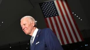 Foto tomada el 10 de marzo de 2020, muestra al candidato presidencial demócrata Joe Biden después de hablar en el Centro Nacional de la Constitución en Filadelfia, Pensilvania, durante un acto de campaña de cara a las elecciones de noviembre de 2020.