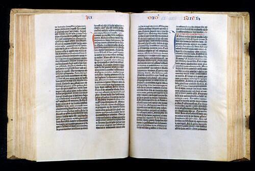 Первопечатная Библия Гуттенберга 1455 г. отныне доступна в цифровой версии