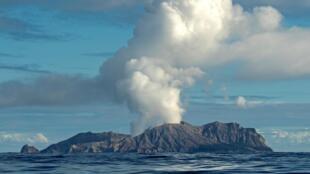 Вулкан на острове Уайт-Айленд, 23 июля 2019 года
