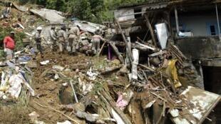 巴西里约州发生泥石流