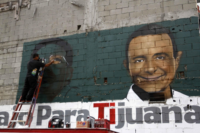 Une fresque représentant un candidat du PRI du président Enrique Pena Nieto, le 3 juillet 2013 à Tijuana.