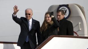 Phó Tổng thống Mỹ Joe Biden tại phi trường Bắc Kinh - REUTERS /Ng Han Guan