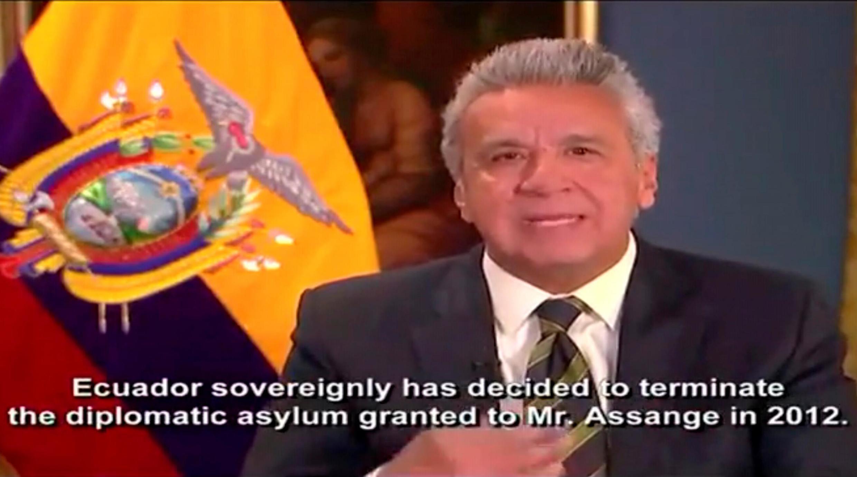 El mandatario ecuatoriano Lenín Moreno explica por qué se retiró el asilo a Julian Assange, este 11 de abril de 2019 en un video.