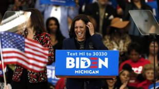 La senadora y excompetidora por la nominación demócrata Kamala Harris en un mitin de campaña del candidato a la Casa Blanca Joe Biden, el 9 de marzo de 2020