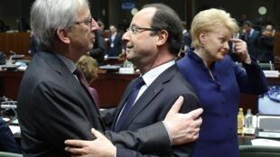 Премьер-министр Люксембурга Жан-Клод Юнкер и Франсуа Олланд на саммите в Брюсселе 22/05/2013