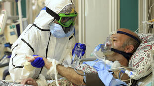 علیرضا زالی فرماندۀ ستاد مقابله با کرونا در کلانشهر تهران، تأکید کرد که پیک سوم کرونا در تهران همچنان روندی صعودی دارد و مدت زمان بستری مبتلایان در بیمارستان ها طولانی تر شده است