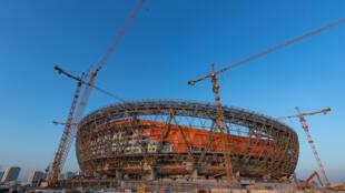 El Estadio Icónico de Lusail, aún no terminado, a unos 20 km al norte de Doha, acogerá la final del Mundial 2022.