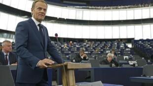 Le président du Conseil européen Donald Tusk, le 13 janvier 2015, devant le Parlement européen, a plaidé pour l'adoption d'un PNR unique européen.