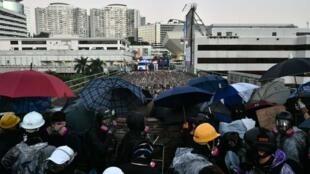 香港理工大學外爆發激烈衝突                      2019年11月17日照片
