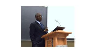 Le professeur Tchabouré Aimé Gogué lors d'une conférence inaugurale du titulaire de la Chaire de recherche appliquée en Affaires internationales à l'ENAP (École nationale d'administration publique), le 4 février 2011.)