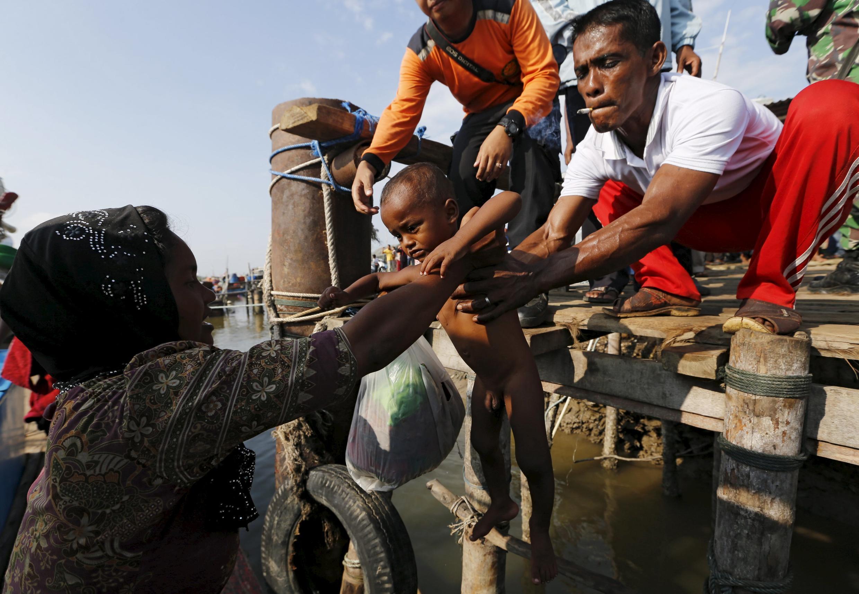 Una familia  rohinyá  migrante. Indonesia.