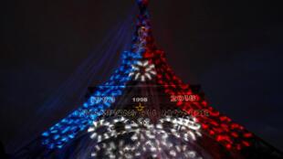 法国赢得世界杯后的巴黎埃菲尔铁塔 2018年7月15日