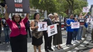 Manifestation contre les viols et les violences faites aux femmes près du Cap, en Afrique du Sud.