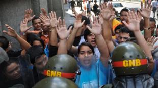Des étudiants vénézueliens manifestant à Caracas, le 30 décembre 2010.