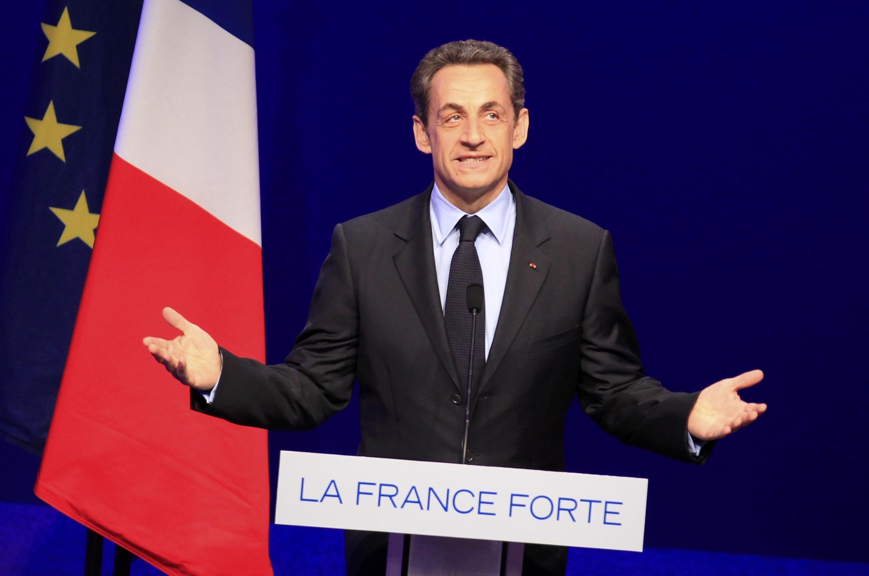 Shugaban kasar Faransa Nicolas Sarkozy kuma dan takarar shugaban kasa karkashin tutar Jam'iyyar UMP a lokacin da yake yakin neman zabensa a gaban Faransawa