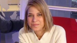 Karina Sainz Borgo en el estudio 51 de RFI