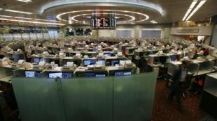 资料图片:香港股市交易场内景。摄于2010年10月7日。
