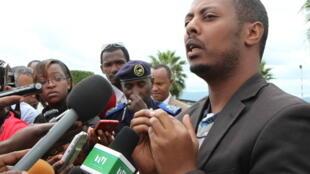 Kizito Mihigo s'adresse aux médias à Kigali, le 15 avril 2014, après l'annonce de son arrestation la veille.