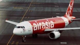 亚航班机在吉隆坡国际机场2014年8月19日档案照片