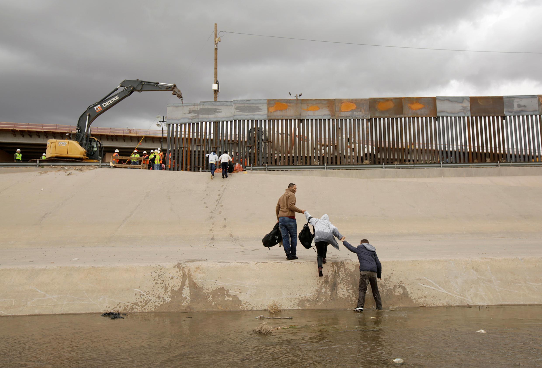 Số lượng người vượt biên bất hợp pháp từ Mêhicô sang Hoa Kỳ giảm nhiều so với cách nay 20 năm. Ảnh chụp ở khu vực biên giới hai nước, ngày 05/02/2019.