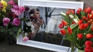 Цветы на месте убийства Бориса Немцова. Москва, 27 февраля 2016