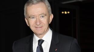 O empresário Bernard Arnault dono do grupo LVMH em coletiva nesta sexta-feira em Paris.