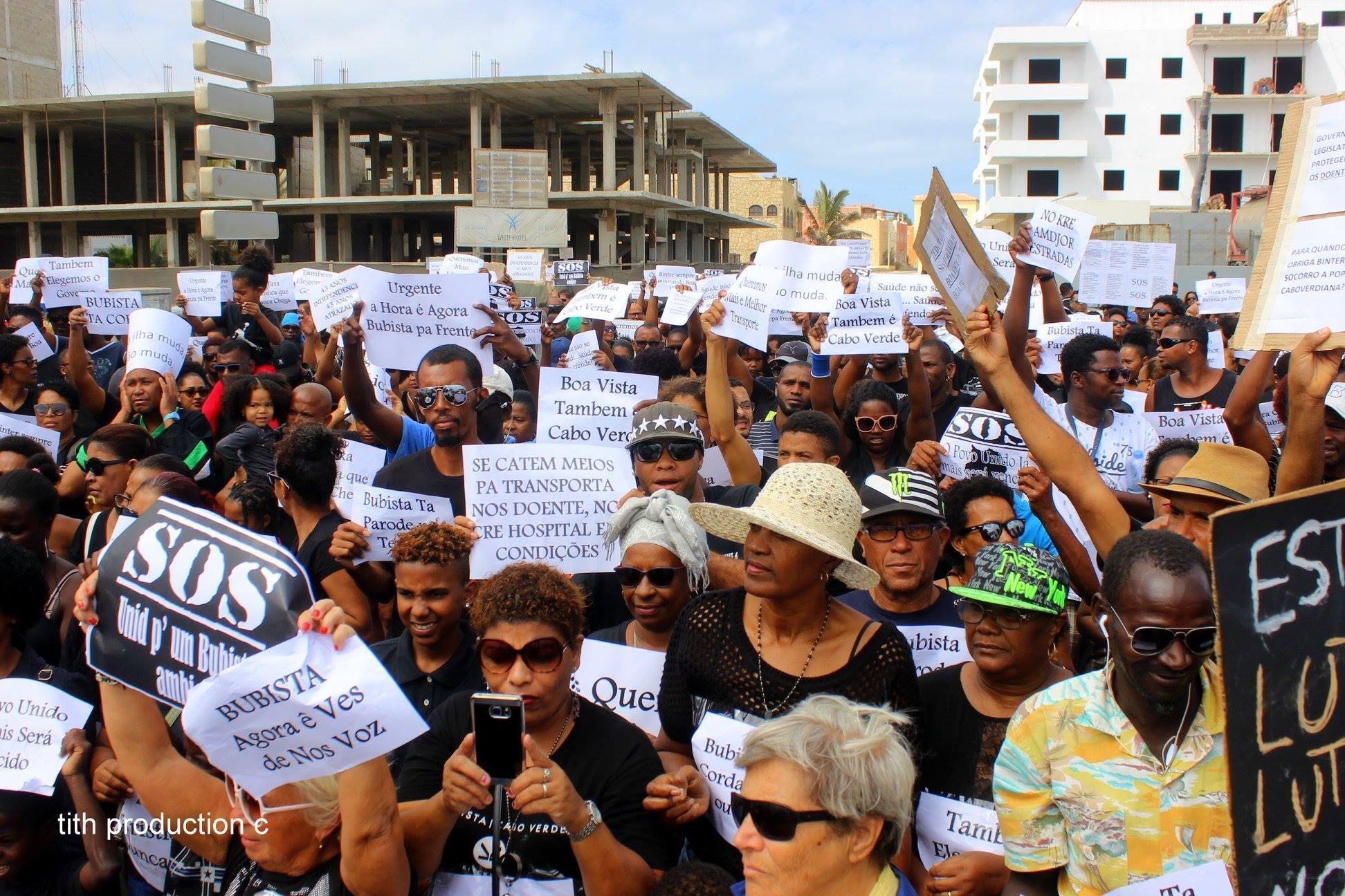 Imagem da manifestação no mural Facebook da OIAM, oposição municipal independente na ilha do Maio, Cabo Verde