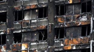 Revestimento usado na Grenfell Tower, destruída por um incêndio em Londres, deixou de ser vendido.