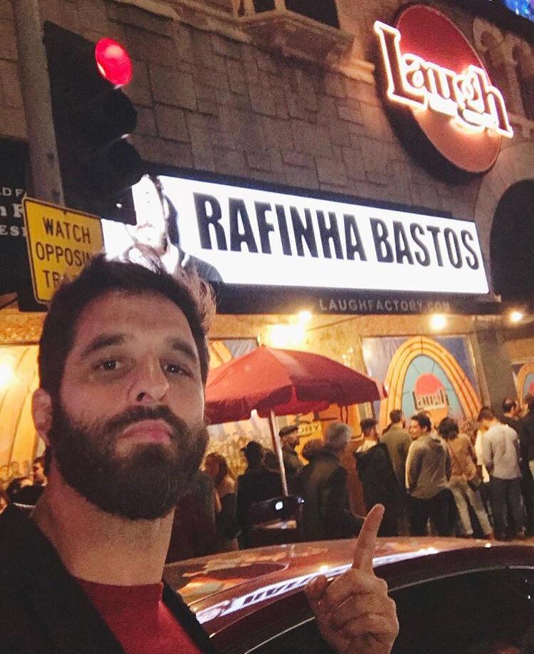 O humorista Rafinha Bastos se mudou para Los Angeles com o objetivo de dominar a arte da comédia, em inglês