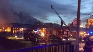 Здание супермаркета полностью разрушено в результате взрыва и пожара