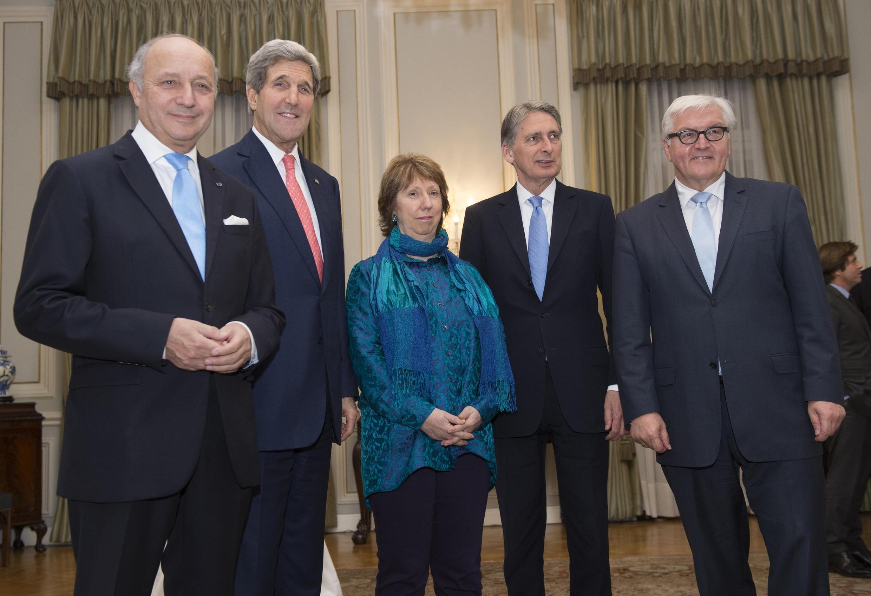 De gauche à droite, Laurent Fabius, John Kerry, Catherine Ashton, Philip Hammond et Frank-Walter Steinmeier à Vienne, le 23 novembre 2014.