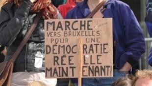 Manifestation d'Indignés à Paris, le 17 septembre 2011 où un appel à été lancé pour que tous les Indignés européens manifestent ensemble à Bruxelles, le 8 octobre prochain.