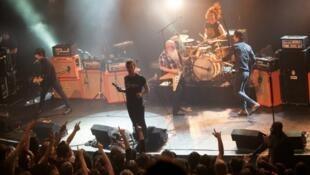 Nhóm Eagles of Death Metal muốn là nhóm nhạc đầu tiên trình diễn ở Bataclan khi rạp này mở cửa lại.