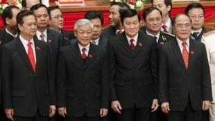 Ban lãnh đạo Đảng Cộng sản Việt Nam tại lễ bế mạc Đại hội lần thứ 11 của Đảng, Hà Nội ngày 19/01/2011.