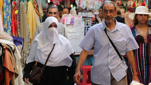 Le niqab ou voile intégrale sera interdit en Tunisie dans les institutions publiques.