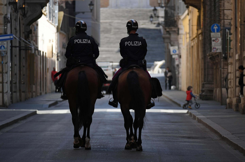 Полиция оштрафовала 60-летнюю итальянку за выгул черепахи.