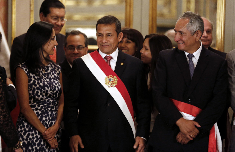 Nadine Heredia, Ollanta Humala y René Cornejo, el pasado 24 de febrero en la juramentación del nuevo gabinete, en Lima.
