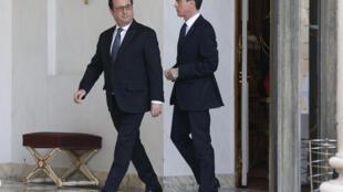 MLe président Hollande et son Premier ministre Manuel Valls, le 17 février à l'Elysée, à Paris.