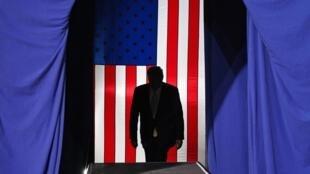 Tổng thống Mỹ Donald Trump lên khán đài cuộc mít tinh vận động bầu cử tại Colorado, ngày 20/02/2020