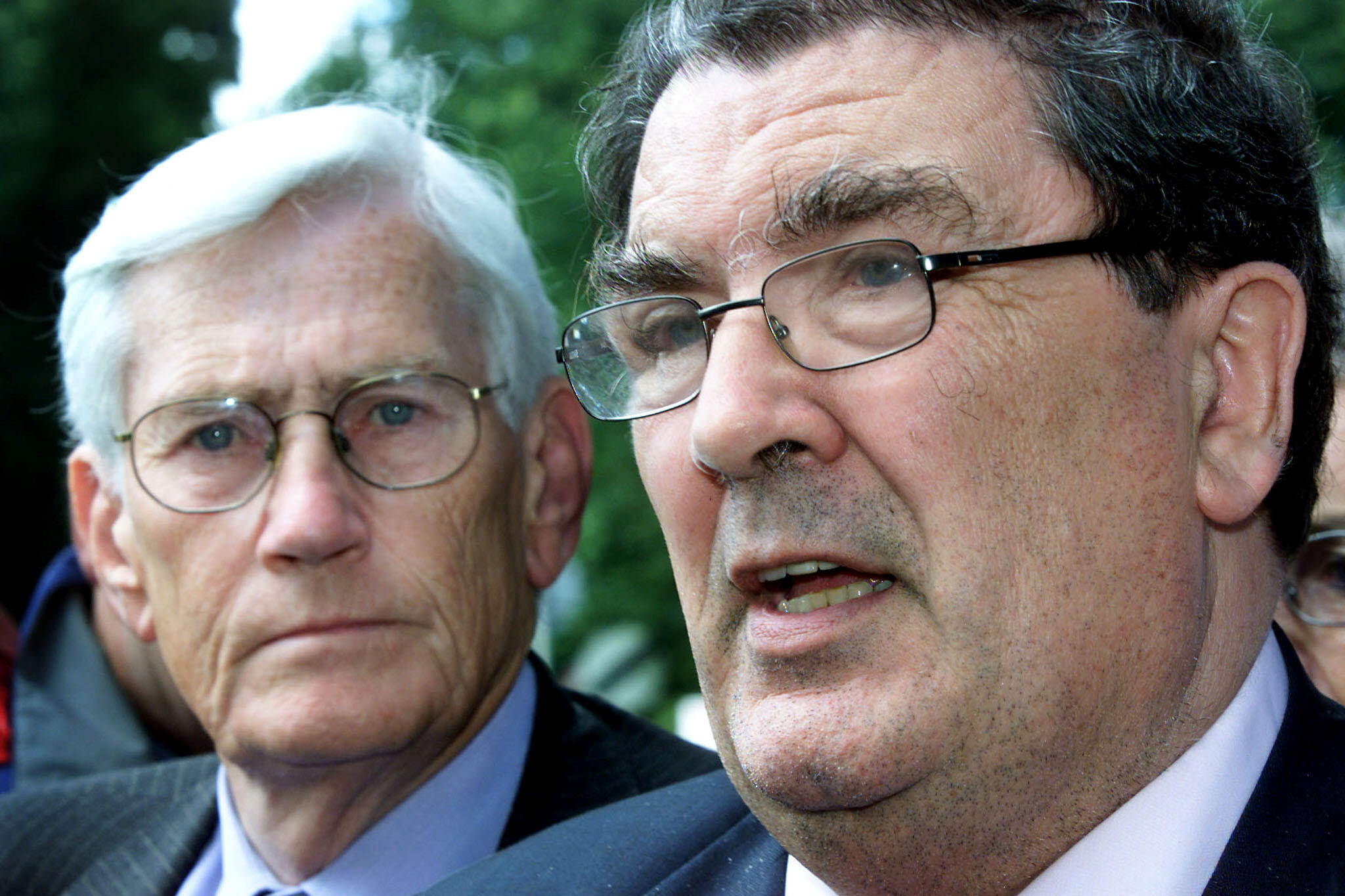 SDLP's John Hume (R) and Seamus Mallon talk to reporters at Weston Park in Staffordshire on July 13, 2001.  Britain and Ireland reconvened last-gasp Northern Ireland peace talks on Friday after more than 100 police officers were hurt as Catholic rioters went on the rampage in the province overnight/File Photo