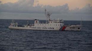 资料图片:中国海警船2013年8月8日在钓鱼岛中日有主权争议海域。