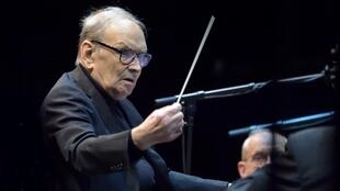 Le compositeur italien Ennio Morricone lors de sa tournée mondiale en 2017 à l'AccorHotels Arena à Paris.