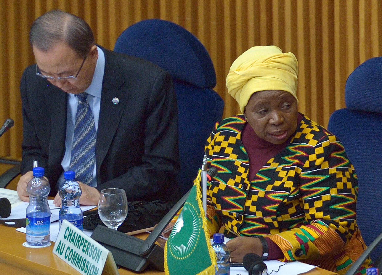 La présidente de la Commission de l'UA, Nkosazana Dlamini-Zuma, aux côtés du secrétaire général des Nations unies Ban Ki-moon, le 29 janvier 2016 à Addis-Abeba.